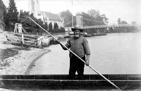 Marlow fisherman in his punt, Henry Taunt, 1888